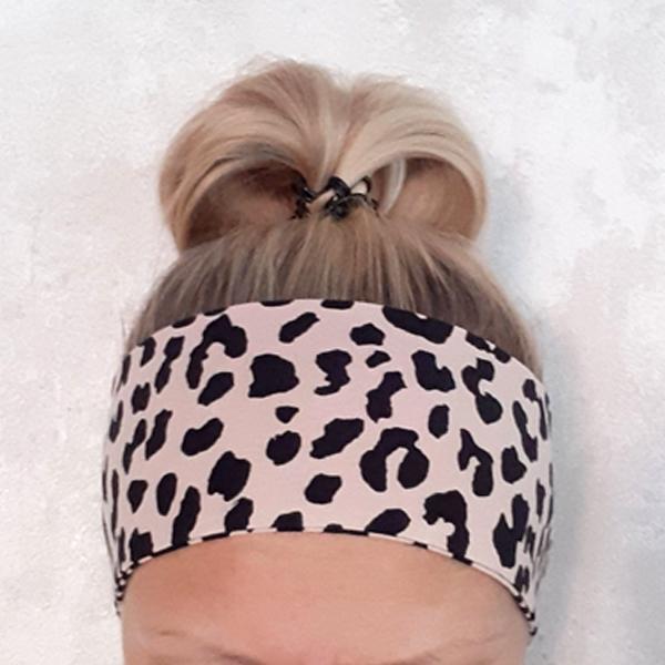 Sileä panta <br> musta/nude leopardi